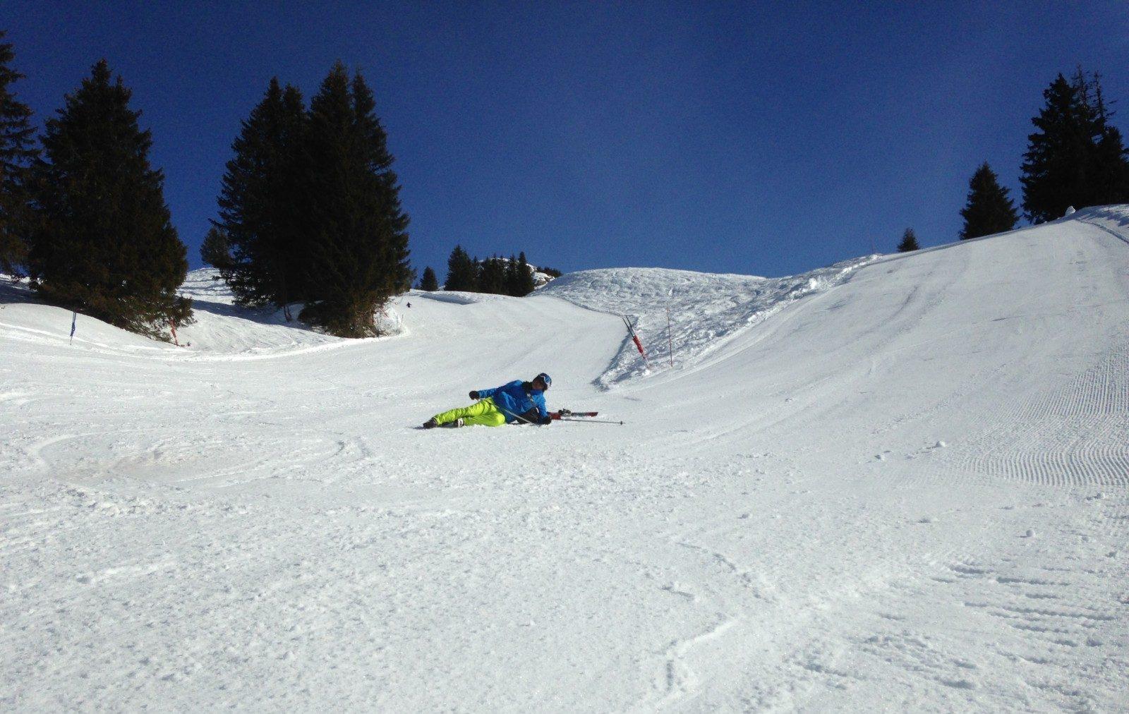 ski's op een steile helling