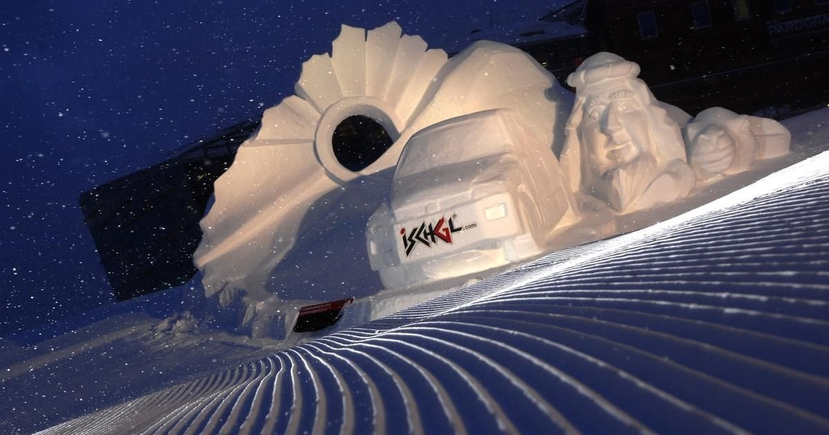 Ischgl- Shapes in white