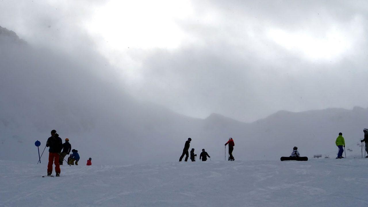 ondergesneeuwde wintersportvakantie