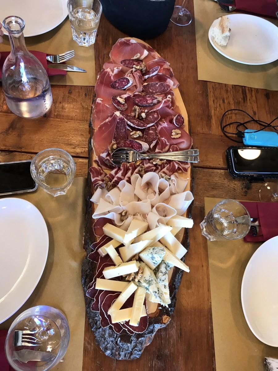 Elke maaltijd begint met kaas en worst, die Italianen die snappen het wel