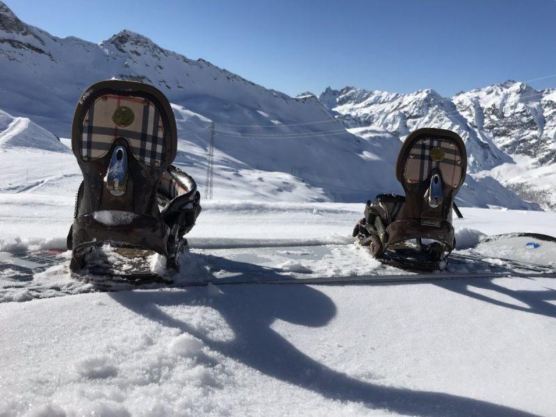 Snowboarden op stand: zijn dit nou serieus Burberry-bindingen?!