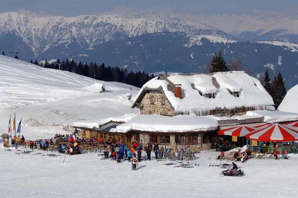 Gezellige hutten en en lekker eten op de piste (Kärnten Werbung, Fotograf: Franz Gerdl)