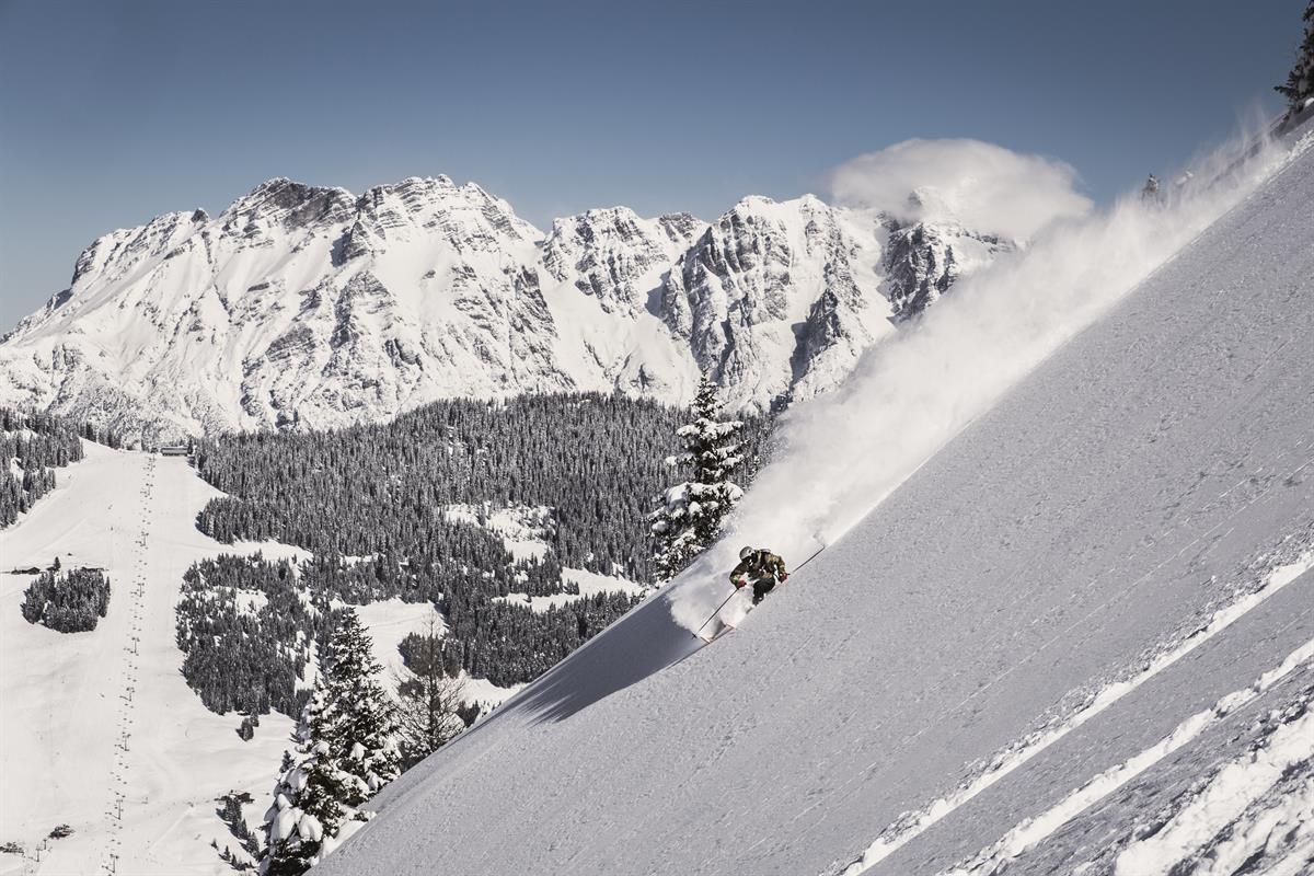 En door de diepe sneeuw naar beneden! Foto: saalbach.com, Robert Bachmann