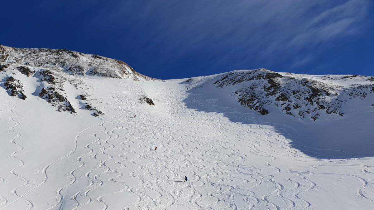 Skiën in de verse sneeuw
