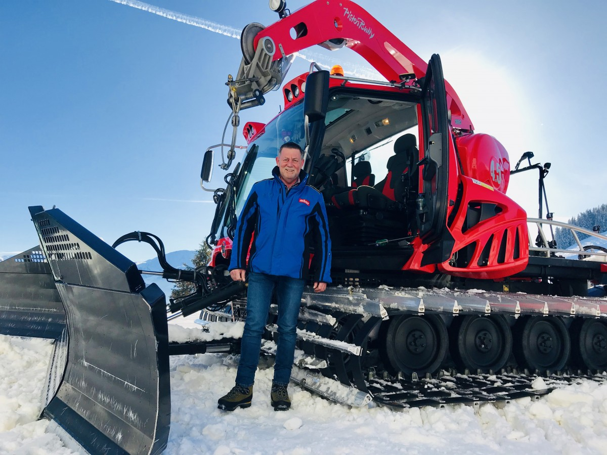 Meet Manfred: al 48 seizoenen lang zorgt hij er samen met zijn pistenbully voor dat jij heerlijk naar beneden kunt skiën!