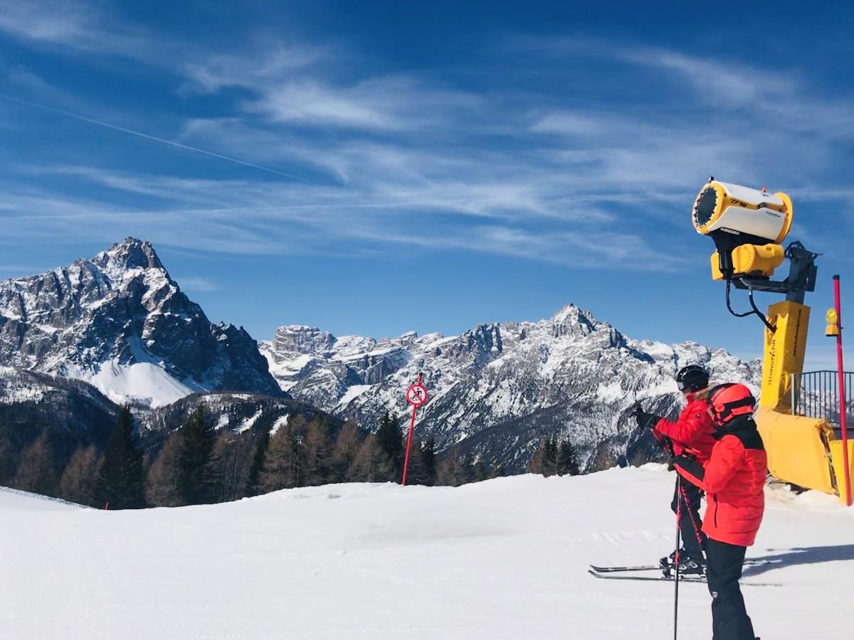 Sneeuwkanon met skiërs. Foto: Pauline van der Waal