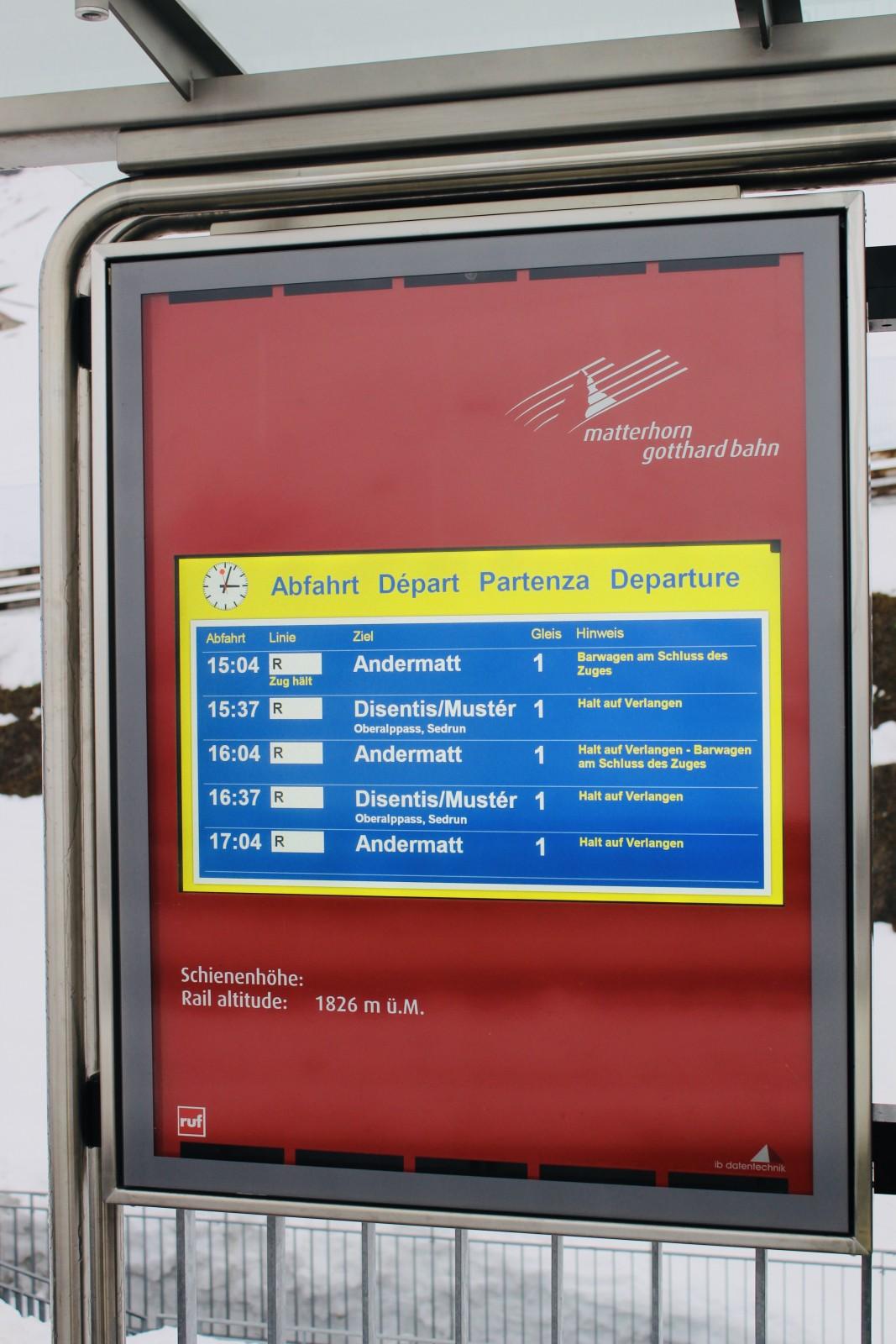 De trein -inclusief après-skirijtuig!- rijdt regelmatig, maar zorg er wel voor dat je op het station op de stopknop drukt. Anders rijdt 'ie zo maar voorbij! Foto: Pauline van der Waal
