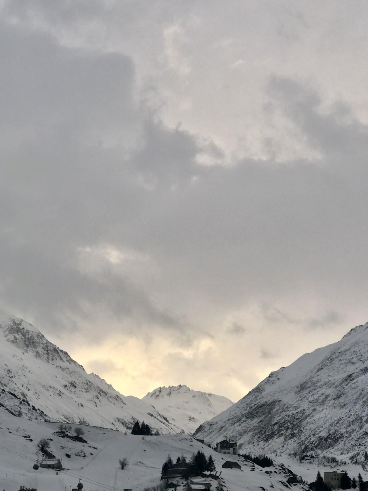 's Ochtends ziet de lucht er zo uit. Betekent dat goed nieuws? Foto: Pauline van der Waal