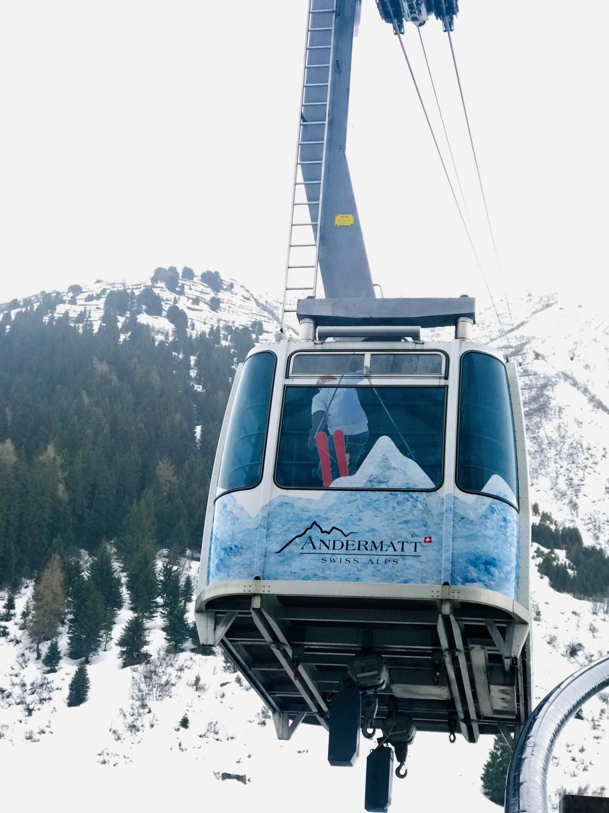 Deze grote gondel brengt ons naar Gurschen en uiteindelijk naar de top van de Gemsstock op 2961 meter. Foto: Pauline van der Waal