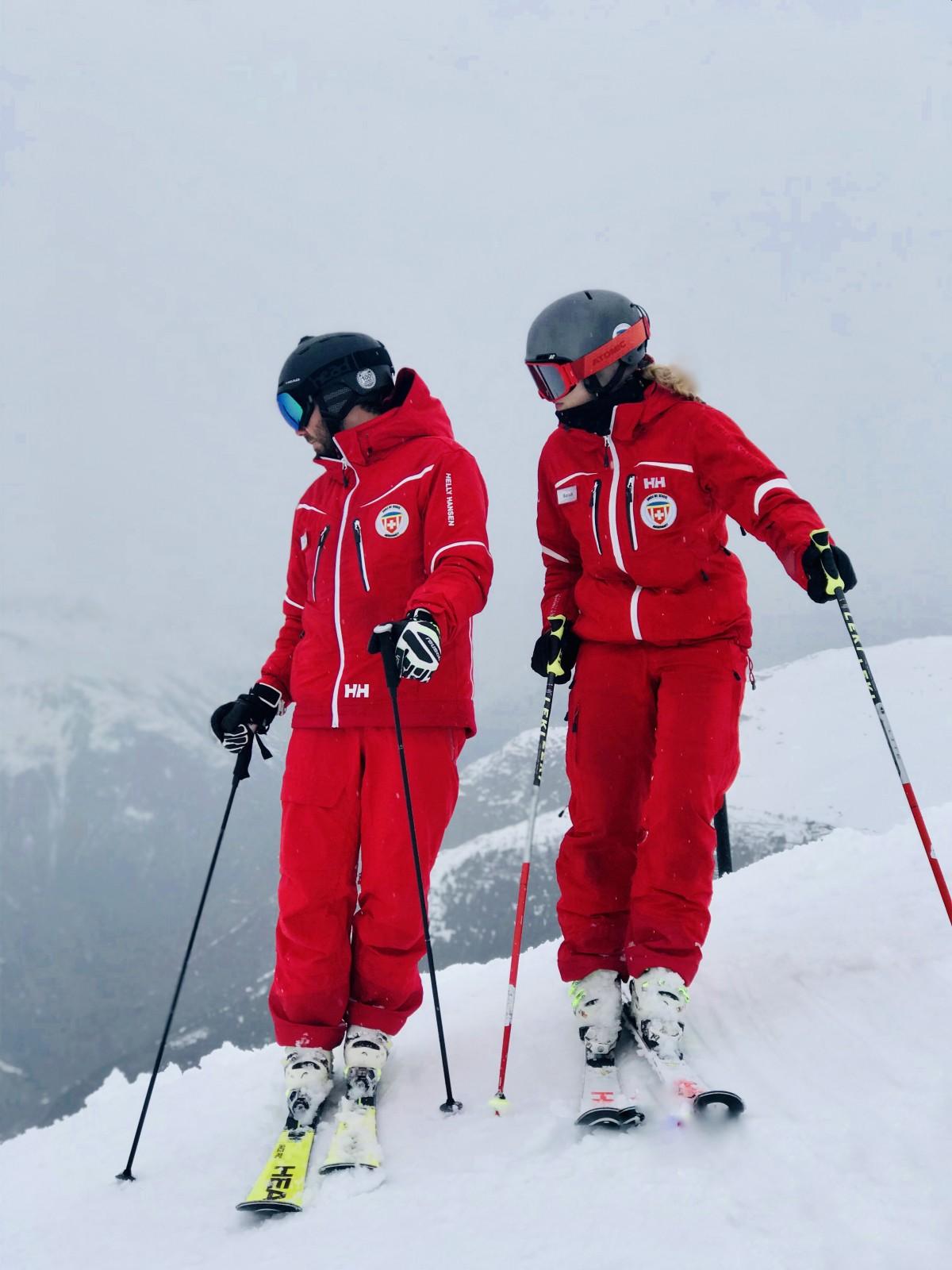 Onze gidsen nemen ons mee op pad, maar het is lastig vandaag met veel gesloten pistes. Foto: Pauline van der Waal