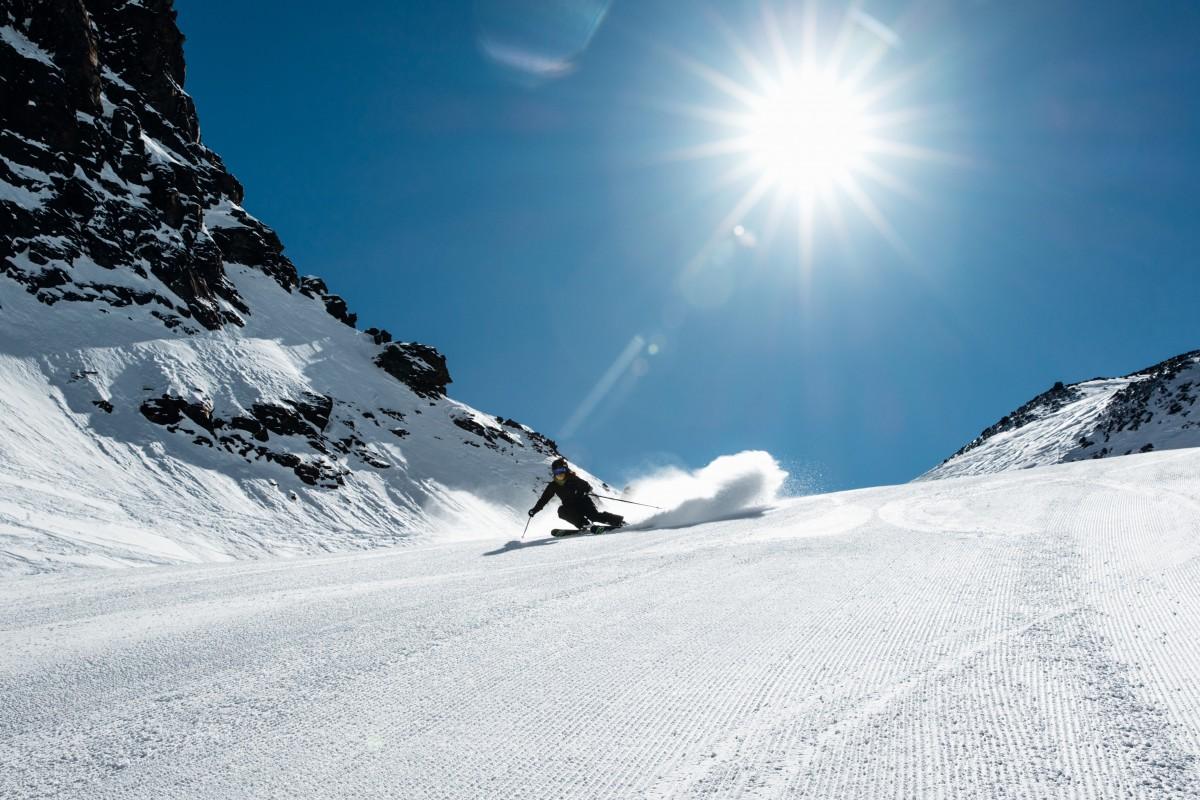 Met zo'n 300 dagen zon per jaar geniet je hier van spierwitte sneeuw en blauwe lucht. Foto: Saas-Fee