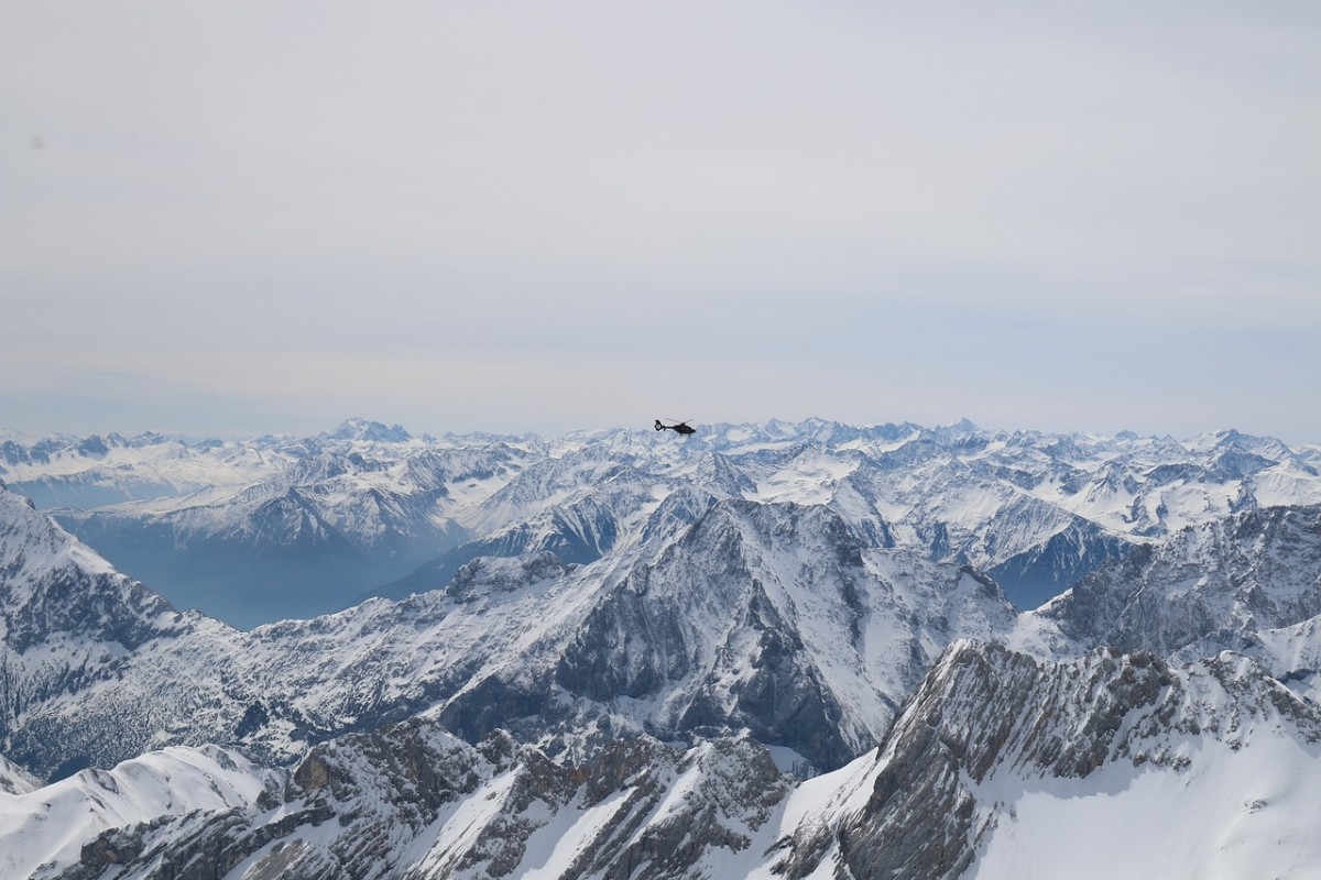 helikopter sneeuw bergen Pixabay