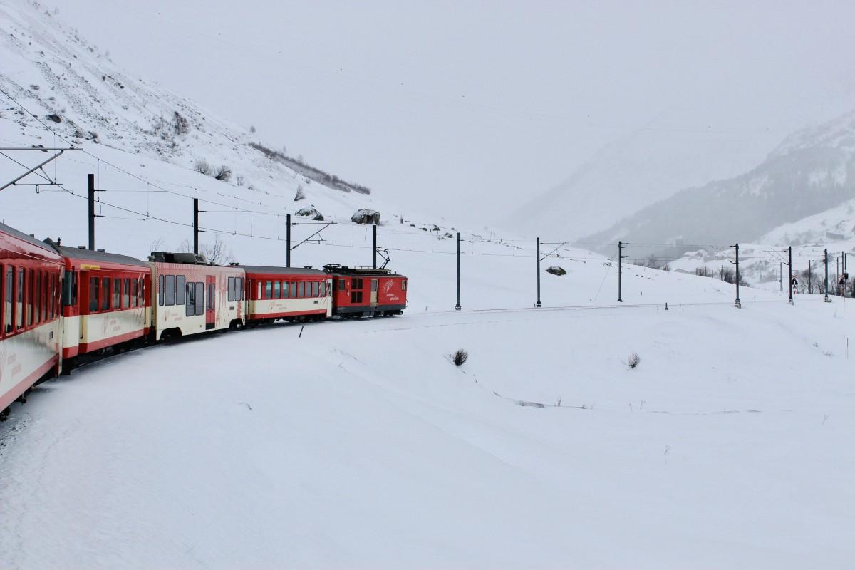 Rood door het witte winterlandschap. Foto: Pauline van der Waal
